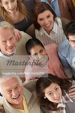Porträt von Menschen Blick in die Kamera, hoher Winkel