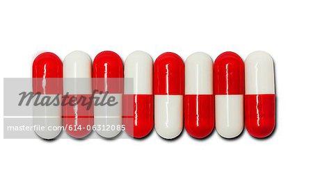 Zeile von roten und weißen Kapseln