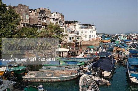 Fischerboote ankern durch das alte Dorf, Sai Kung, Hong Kong