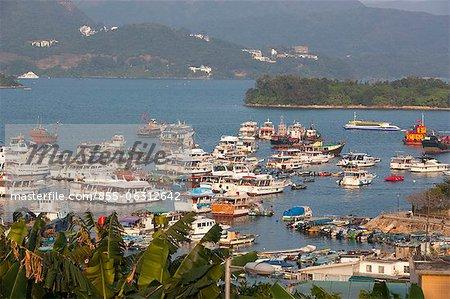 Yachten und Boote festmachen von der Pier, Sai Kung, Hong Kong