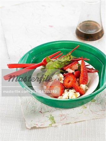 Betteraves rouges, de fraise et de betterave rouge shoot salade