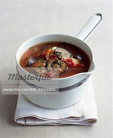 Grieß und Sommer Gemüse Suppe