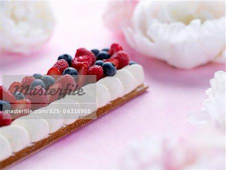 L'été fruits et vanille quenelle de crème acidulée, création de Dalloyau
