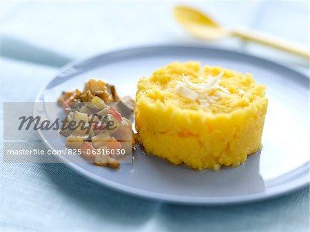 Polenta mit Parmesan und ratatouille