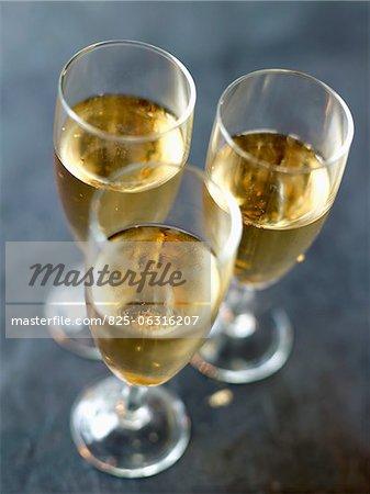 Champagner mit gold Flocken