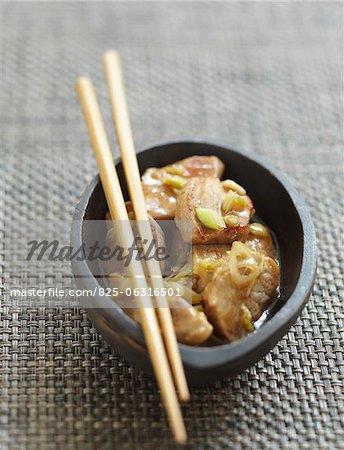 Mit Citonella und Karamell-Sauce Schweinefleisch in dünne Scheiben geschnitten