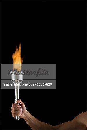 Mannes Hand Fackel mit keine Flamme, abgeschnitten, die