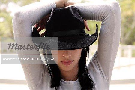 Frau tragen schwarze Cowboyhut