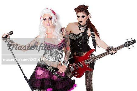 Portrait du groupe punk rock sur fond blanc