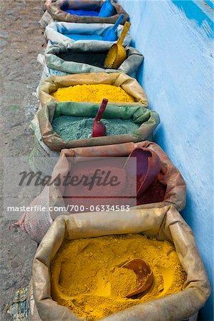 Pigmente und Gewürze zu verkaufen in der Kasbah, Chefchaouen, Provinz Chefchaouen, Tanger-Tetouan Region, Marokko