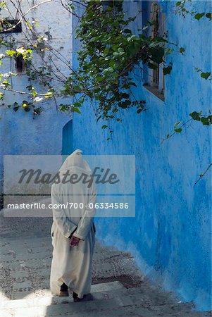 Personne qui marche, Chefchaouen, Province de Chefchaouen, région de Tanger-Tétouan, Maroc