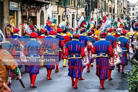 Menschen gekleidet im Kostüm, Osterfestspiele Scoppio del Carro, Florenz, Italien