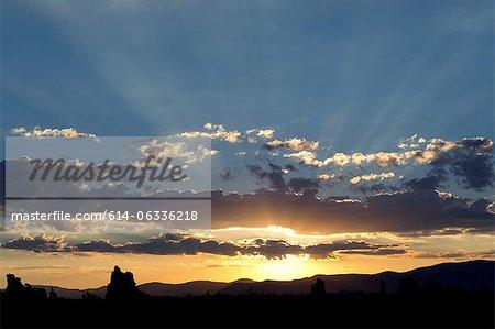 Lumière du soleil et nuages, mono lake, Californie, usa