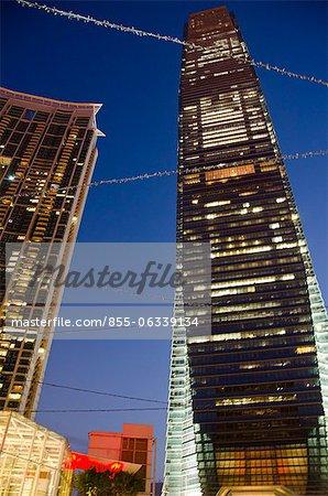 Immeuble ICC & The Harbourside de Civic Square, au crépuscule, Kowloon, Hong Kong