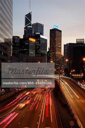 Voie express à Wanchai, au crépuscule, Hong Kong