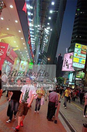 Rue animée à Causeway Bay, Hong Kong