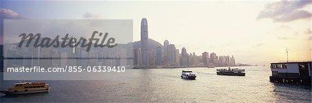 Skyline de West Point de Kowloon au crépuscule, Hong Kong