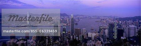 Paysage urbain depuis le pic au crépuscule, Hong Kong
