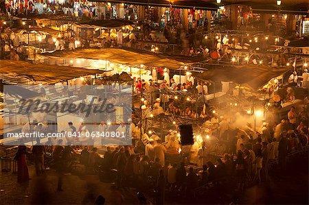 Lebensmittelmarkt in Djemaa el-Fna in Marrakesch, Marokko, Nordafrika, Afrika