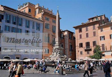 Fontaine du Panthéon (Fontana del Pantheon) dans la Piazza della Rotonda devant le Roman Panthéon, Rome, Lazio, Italie, Europe