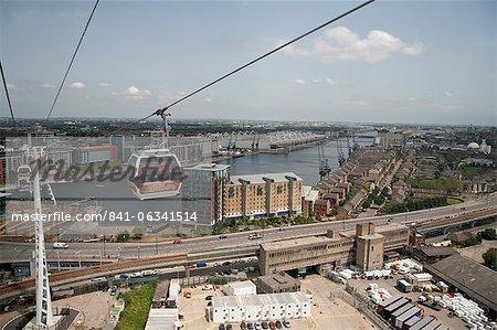 Blick von der Seilbahn während der Einführung der Emirates Air Linie zeigt Excel Exhibition Centre in Hintergrund, London, England, Vereinigtes Königreich, Europa