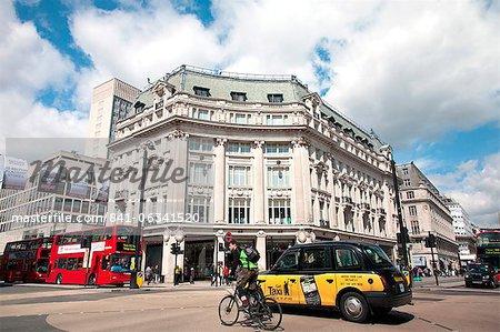 Diagonale Fußgängerüberweg am Oxford Circus, London, England, Vereinigtes Königreich, Europa