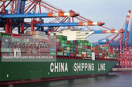 Porte-conteneurs au Terminal à conteneurs, Hamburg port, Allemagne, Europe
