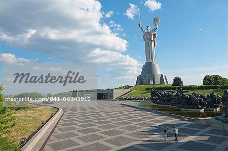 Rodina Mat (dem Mutterland-Denkmal) und das nationale Museum der Geschichte des großen Vaterländischen Krieges 1941-1945, Kiew, Ukraine, Europa