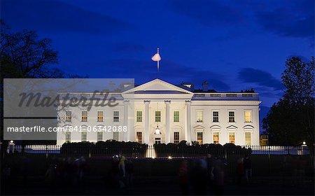 La maison blanche pendant la nuit avec les touristes, Washington D.C., États-Unis d'Amérique, l'Amérique du Nord