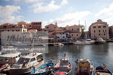 Port de l'île de la Maddalena, les îles de la Maddalena, Sardaigne, Italie, Méditerranée, Europe
