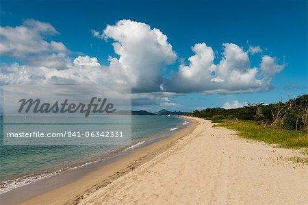 Plage de Pinney, Nevis, Saint-Kitts-et-Nevis, Antilles, Caraïbes, Amérique centrale