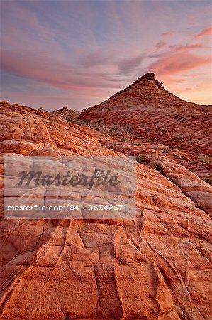 Grès orange et blanche ondulée au lever du soleil, la vallée de feu State Park, Nevada, États-Unis d'Amérique, l'Amérique du Nord