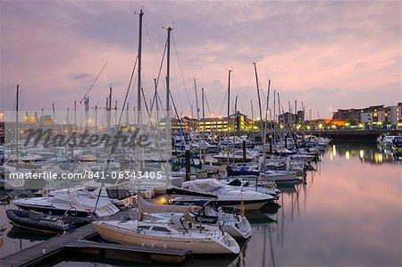 Yachts amarrés à Ocean Village Marina, Southampton, Hampshire, Angleterre, Royaume-Uni, Europe
