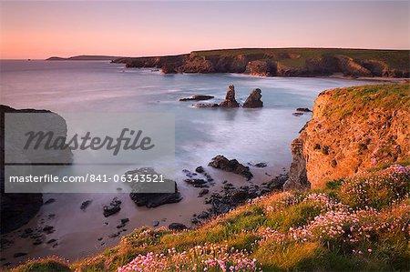 Portcothan Bay sur une printemps soir, Cornwall, Angleterre, Royaume-Uni, Europe