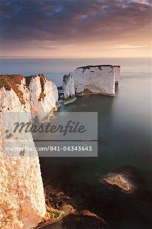 Old Harry Rocks au lever du soleil, Studland, Côte Jurassique, patrimoine mondial de l'UNESCO, Dorset, Angleterre, Royaume-Uni, Europe