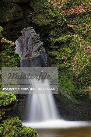 Cascade de St. Nectan ophelie St. Nectans Glen, près de Tintagel, Cornwall, Angleterre, Royaume-Uni, Europe