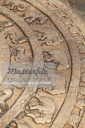 Pierre de lune à Vatadage, Quadrangle, Polonnaruwa, Site du patrimoine mondial de l'UNESCO, Province centrale du Nord, Sri Lanka, Asie