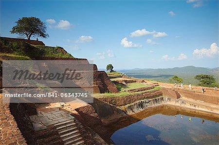 Gens au sommet de Sigiriya, patrimoine mondial UNESCO, Province centrale du Nord, Sri Lanka, Asie