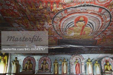 Buddha-Statuen im Cave 2 der Höhlentempel, UNESCO Weltkulturerbe, Dambulla, nördlichen Zentralprovinz in Sri Lanka, Asien