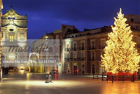Place du dôme à Noël, Ortigia, Syracuse, Sicile, Italie, Europe