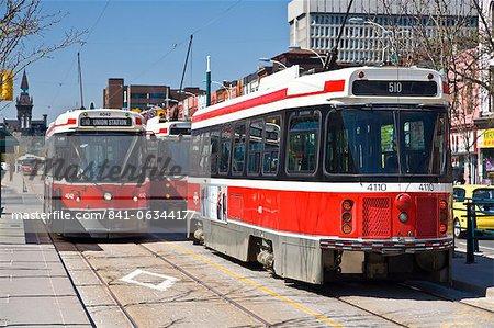 Le tramway 510 est l'une des onze lignes de tramway restants à Toronto, Pauline Avenue, Toronto, Ontario, Canada, Amérique du Nord