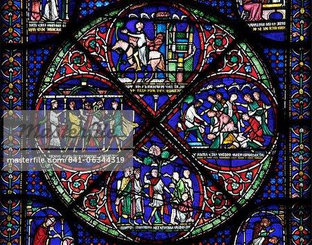 Vitrail médiéval illustrant la Cure de Eilward de Westoning, Becket Miracle fenêtre 5, Trinity Chapel ambulatoires, cathédrale de Canterbury, patrimoine mondial de l'UNESCO, Canterbury, Kent, Angleterre, Royaume-Uni, Europe