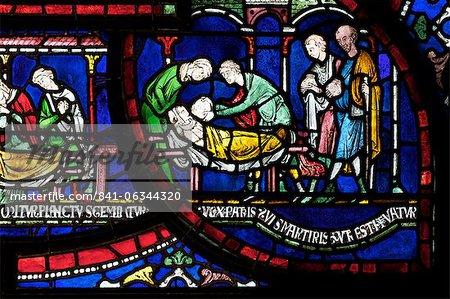 Vitrail médiéval illustrant la peste dans la maison de Jordanie Fitz-Eisulf, Becket Miracle fenêtre 6, Trinity Chapel ambulatoires, cathédrale de Canterbury, patrimoine mondial de l'UNESCO, Canterbury, Kent, Angleterre, Royaume-Uni, Europe
