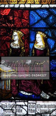 Vitrail médiéval représentant Élisabeth d'York et Cecily, fenêtre Royal, Transept du Nord-Ouest, la cathédrale de Canterbury, patrimoine mondial de l'UNESCO, Canterbury, Kent, Angleterre, Royaume-Uni, Europe