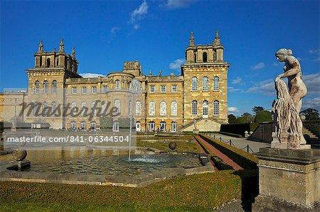 L'eau des jardins, le Palais de Blenheim, Site du patrimoine mondial de l'UNESCO, Woodstock, Oxfordshire, Angleterre, Royaume-Uni, Europe