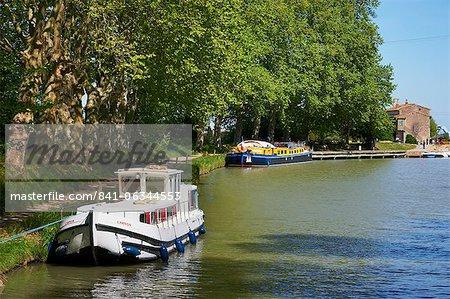 Near the locks of Fonserannes, Canal du Midi, UNESCO World Heritage Site, Beziers, Herault, Languedoc, France, Europe