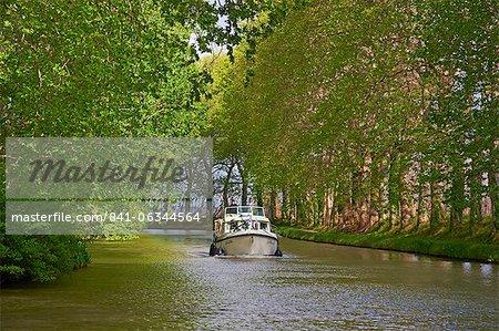 Schifffahrt auf dem Canal du Midi, UNESCO Weltkulturerbe, zwischen Carcassonne und Beziers, Aude, Languedoc-Roussillon, Frankreich, Europa