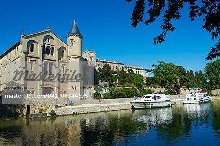 The castle of Ventenac-en-Minervois, Navigation on the Canal du Midi, UNESCO World Heritage Site, Aude, Languedoc Roussillon, France, Europe