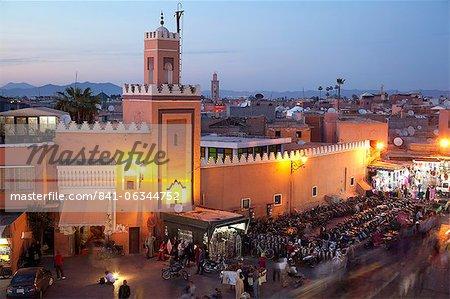 Moschee in der Abenddämmerung Platz Jemaa El Fna, Marrakesch, Marokko, Nordafrika, Afrika