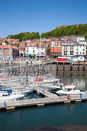 Yachts dans le port, Scarborough, North Yorkshire Yorkshire, Angleterre, Royaume-Uni, Europe